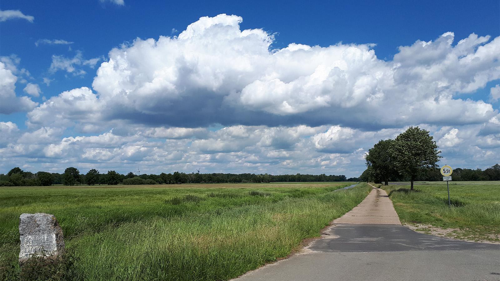 Aussicht am Wendlandrundweg mit dramatischen Wolken