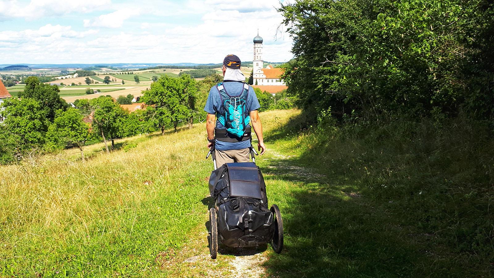 Mit dem Pilgerwagen unterwegs auf dem Weitwanderweg Romantische Straße