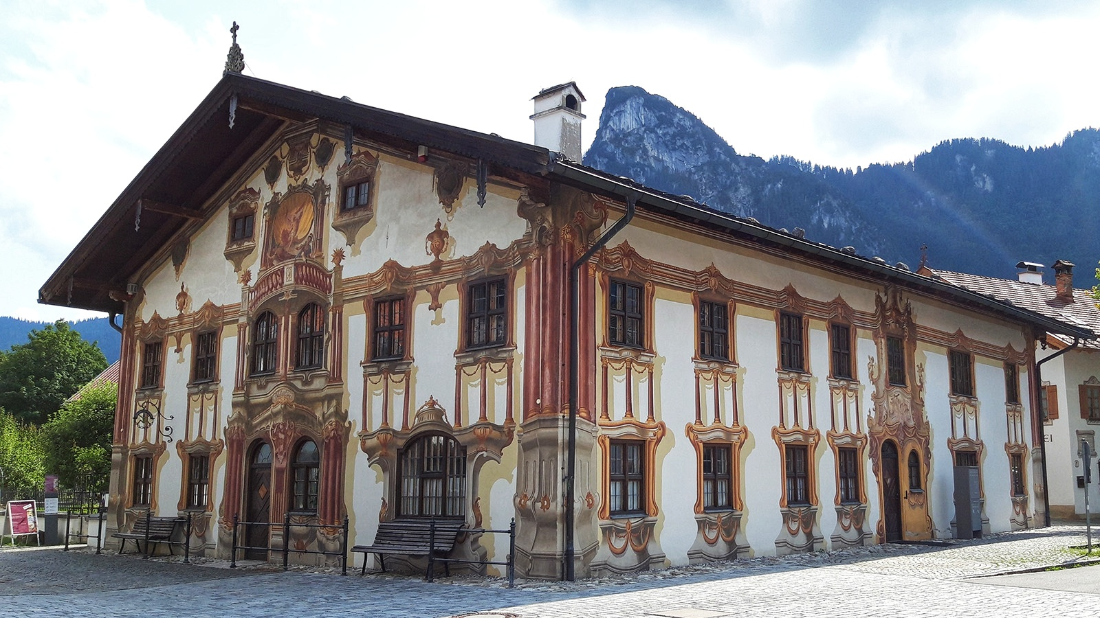 Üppig bemaltes Haus in Oberammergau